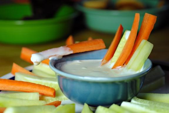 vegan ranch dressing - vegan - vegan recipe - vegan food - vegan dip - dairy- free - healthy snack
