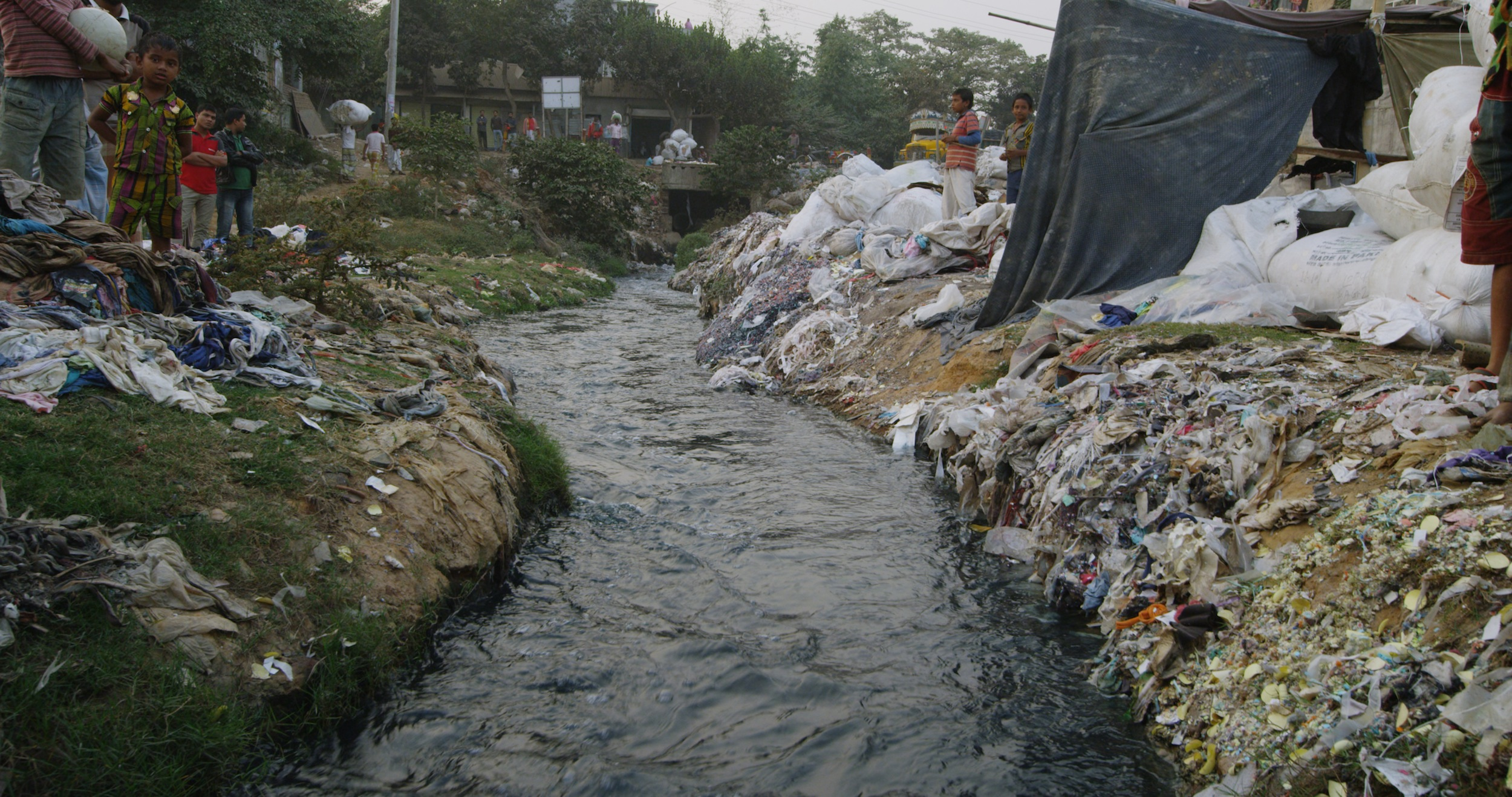 fast fashion - riverblue - fashion pollution - fashion environmental impact - toxic fashion - cheap fashion environment - textile waste - fashion pollution - fast fashion pollution