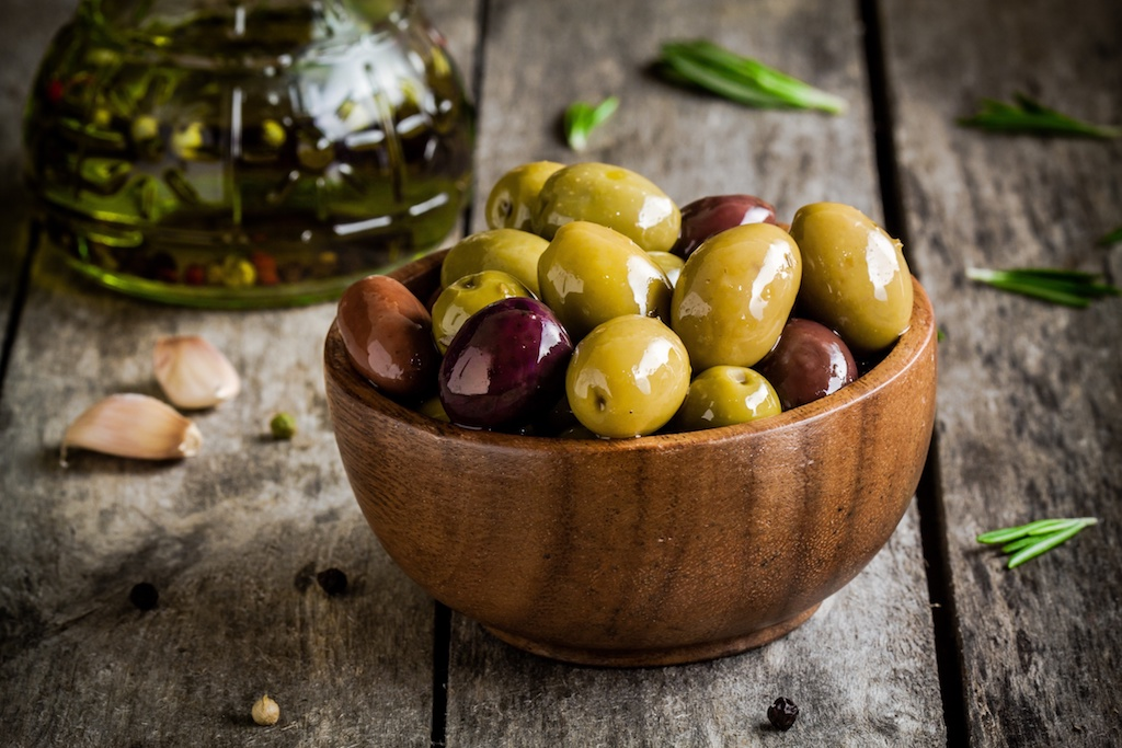 marinated mixed olives - appetizer - recipe - easy recipe - olives - snack - recipes
