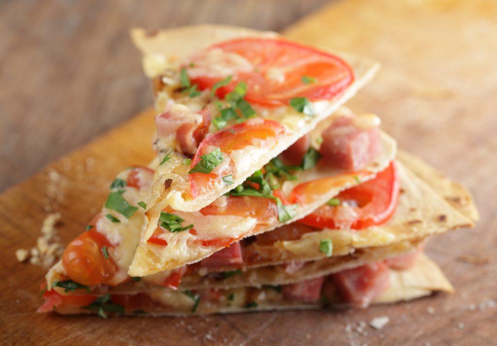 thin crust pizza - pizza - tortilla pizza - healthy kids - vegetarian - easy dinner - recipe - recipes - easy recipe - healthy recipe - healthy dinner - quick dinner - vegan